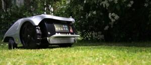 automatische Rasenmäher im Einsatz
